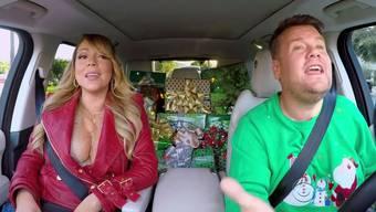 Doppelt sehenswert: Wegen der vielen Stars und wegen Mariah Careys verführerischem Outfit.