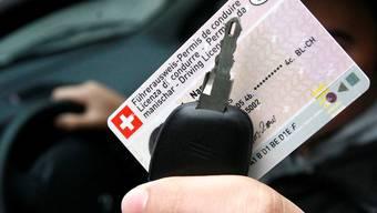 Den Führerausweis musste der Fahrer zu U nrecht abgeben. (Symbolbild)