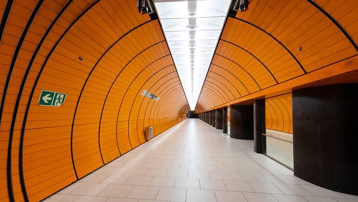 In der U-Bahn-Station Marienplatz in München ist niemand unterwegs. Foto: Sven Hoppe/dpa