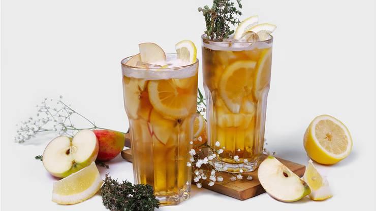Apfel-Orange-Bier-Cocktail. Kühlt die Kehle und belebt die Sinne.Alamy