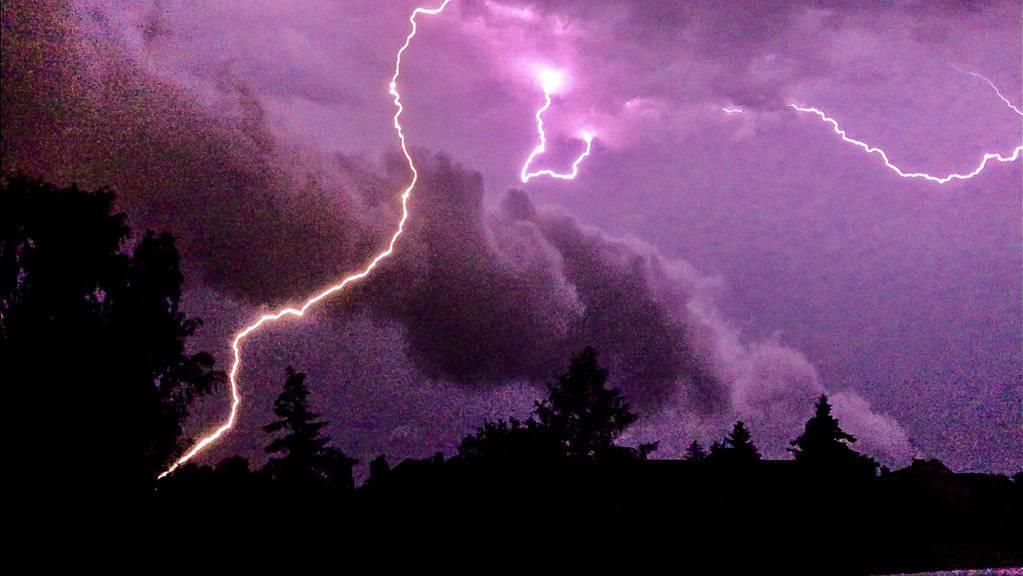 Gegen Abend dürfte es viele Blitze geben.