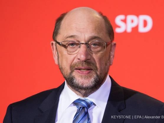 SPD-Chef Martin Schulz wird im Falle einer erneuten grossen Koalition kein Ministeramt übernehmen. Er sehe durch die Diskussion um seine Person den Erfolg des Mitgliedervotums gefährdet.