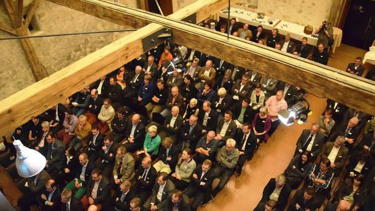 Rund 250 Gäste nehmen Platz in der Trotte