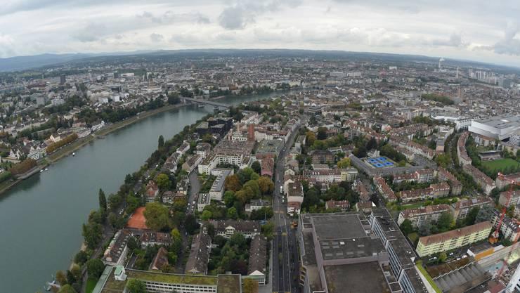 Roche Turm Einweihung mit BR Alain Berset: Aussicht aus dem Turm Basel von oben Rhein
