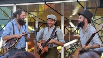 Die Hinterwäldler singen dreistimmig Country und Folksongs aber auf Mundart.