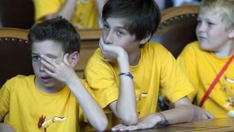 Auslandschweizer-Kinder auf Einladung der Stiftung für junge Auslandschweizer im Ständeratssaal. Der Anteil der Auslandschweizer am Bestand der Schweizer Bürger wächst konstant, aber moderat. (Archivbild)