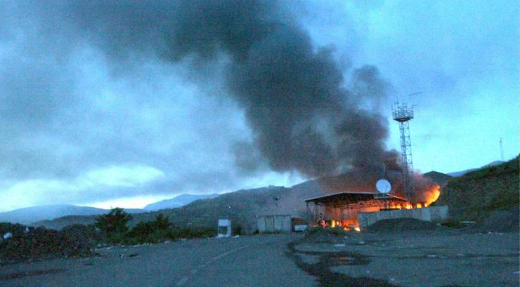 Brennender Grenzübergang Jarinje