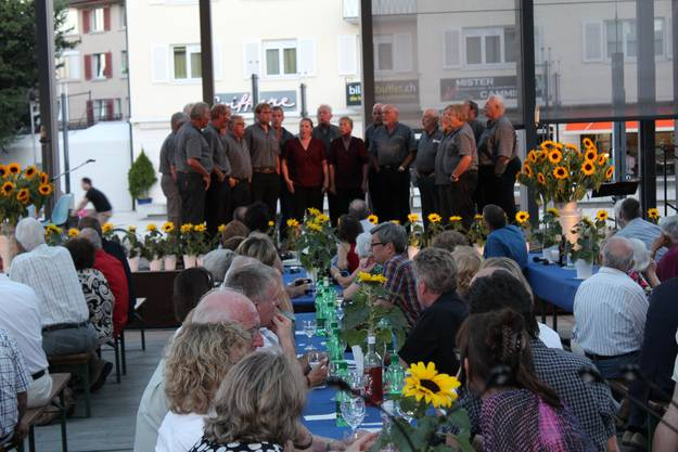 Die Stadt-Jodler Dietikon gaben zum Jubiläum 100 Jahre Stadtverein einen Innerschweizer Juz zum Besten