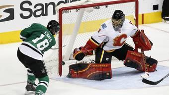 Jonas Hiller (rechts) kämpft in den Playoffs mit Calgary um den Stanley Cup.