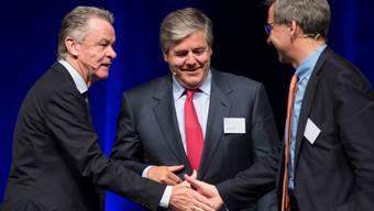 Wie sollen exponierte Persönlichkeiten mit Medien umgehen? Ottmar Hitzfeld, Josef Ackermann und Bruno Pfister (von links). Alex spichale