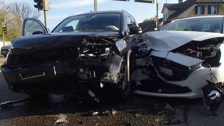 Die 66-jährige Frau fuhr in ihrem weissen Mazda in einen VW Tiguan.