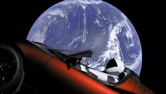 Die Weltraumrakete «Falcon Heavy» brachte ein Auto ins All und sorgte für aufregende Bilder.