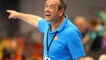 Der Schweizer Nationaltrainer Rolf Brack gibt Anweisungen