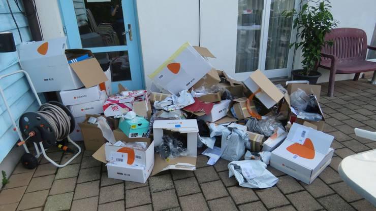 Die entleerten Pakete wurden bei einem Vereinslokal gefunden.