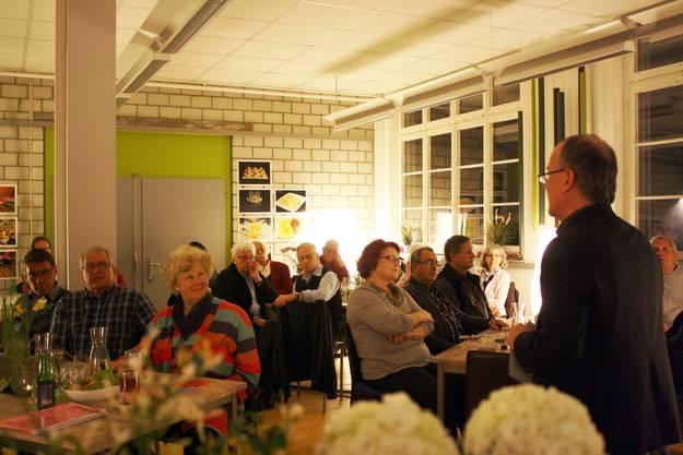 Interessierte Zuhörerinnen und Zuhörer verfolgen das Referat zur Frühlingssession 2014 von Max Chopard-Acklin.