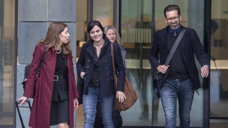 Jolanda Spiess-Hegglin und ihre Anwältin Rena Zulauf verlassen nach der Verhandlung das Zuger Kantonsgericht.