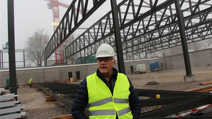 «Faszinierend»: Gemeindeammann Roland Kuster (CVP) auf der Tägi-Baustelle.