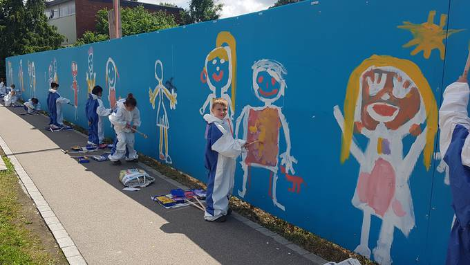 Schüler des Schulhauses Wolfsmatt in Dietikon wurden im Rahmen eines Kunstprojekts zu Streetart-Künstlern. (Bild: Sebastian Geiger)