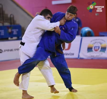 Daniel Eich (in Blau) lässt seinem russischen Finalgegner keine Chance.
