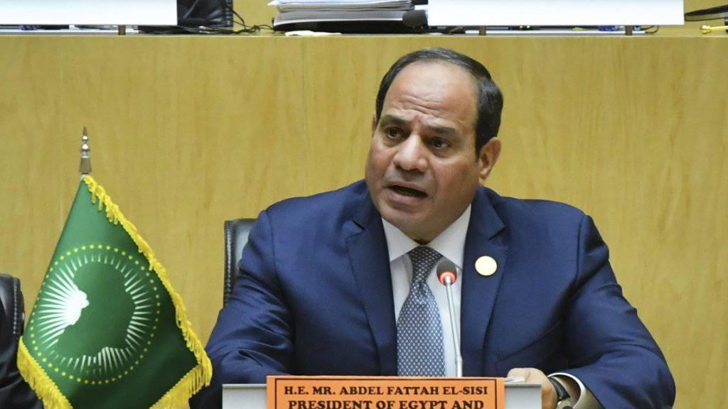 Ägyptens Präsident Abdel Fattah al-Sisi fordert von den afrikanischen Staaten mehr Zusammenarbeit für die Bewältigung von Flüchtlingskrisen. Al-Sisi ist zurzeit Vorsitzender der Afrikanischen Union.