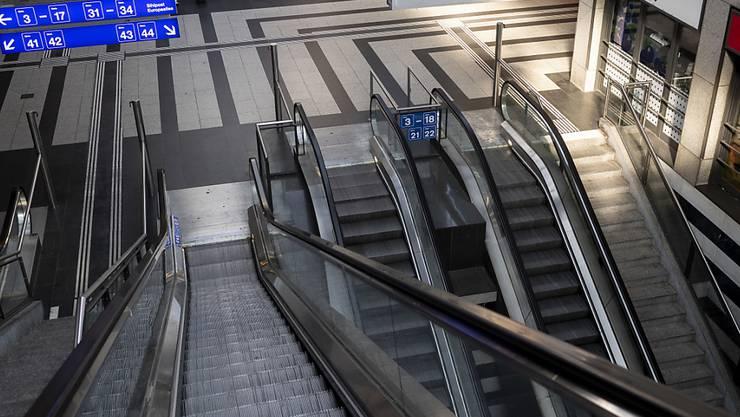 Im Zürcher Hauptbahnhof ist es am Montagabend zu einer Auseinandersetzung gekommen. Dabei wurde auch ein Messer eingesetzt. (Symbolbild)