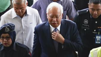 Malaysias Ex-Premier Najib Razak bei der Ankunft beim Gericht in Kuala Lumpur, wo er sich wegen Korruption und Veruntreuung verantworten muss.