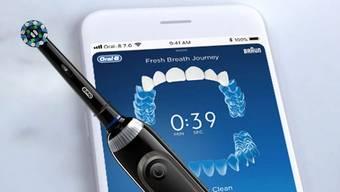 Eine App zeigt sofort an, wie gut der Nutzer Zähne geputzt hat.