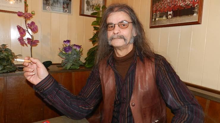 Robert Bader 54 Jahre nach dem Unfall mit Dürrenmatt in seinem Stammlokal, dem «Schützenhof» in Wohlen.