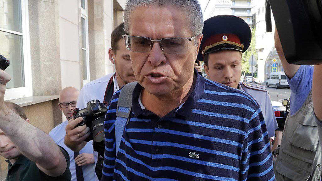 Der frühere russische Wirtschaftsminister Alexej Uljukajew wirft zu Beginn seines Korruptionsprozesses dem Inlandsgeheimdienst und einem Vertrauen Putins vor, einen Komplott gegen ihn eingefädelt zu haben.