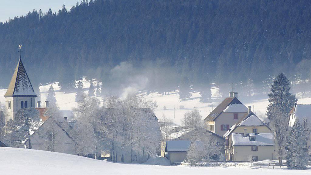 In La Brévine im Kanton Neuenburg sanken die Temperaturen auf fast minus 25 Grad. (Archiv)