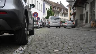 Diese paar Parkplätze vor dem Alten Spital dürften auch im Gemeinderat der Hauptdiskussionspunkt zum Parkierungs- und Erschliessungsplan «Innere Vorstadt» sein.