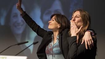 Die Berner Nationalrätin Regula Rytz (links) steht neu alleine an der Spitze der Grünen Partei der Schweiz. Sie hatte die Partei in den vergangenen vier Jahren gemeinsam mit der Waadtländer Nationalrätin Adèle Thorens geführt.