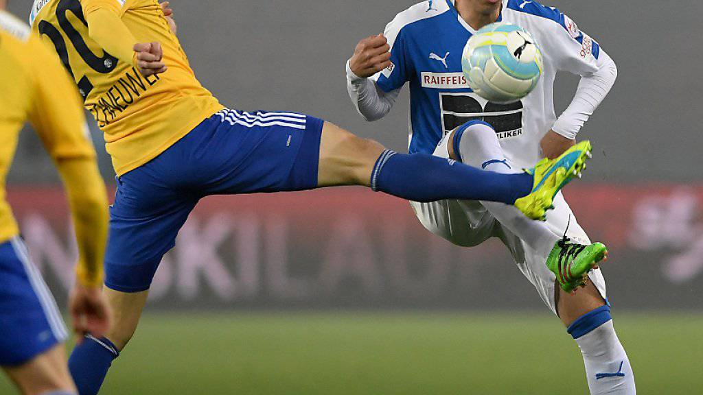 Harun Alpsoy, hier gegen Luzerns Christian Schneuwly, verlässt GC und wechselt in die Türkei