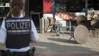 Die Bluttat ereignete sich den Angaben zufolge auf offener Strasse in der Reutlinger Innenstadt am Zentralen Busbahnhof. Zahlreiche Passanten wurden Augenzeugen der Tat.