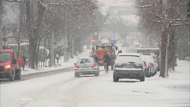 Schneechaos legt Verkehr lahm