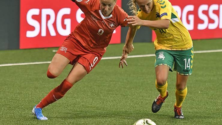 Ana-Maria Crnogorcevic trifft gegen Litauen vom Penaltypunkt