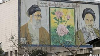 Die Führung Irans will der Öffentlichkeit einen neuen Kampfjet präsentieren. (Archivbild Teheran)