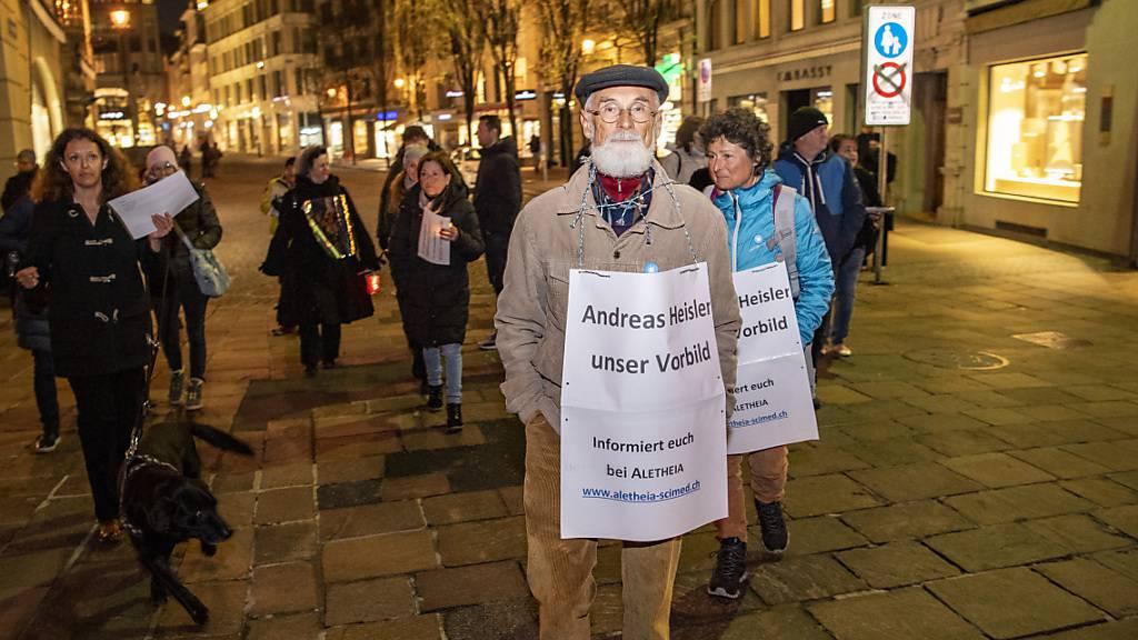 Rund 350 Personen nahmen am Montagabend an der Solidaritätsdemonstration in Luzern teil.
