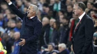 Unterschiedliche Ansichten - SFV-Coach Petkovic (links) und Irlands Trainer O'Neill