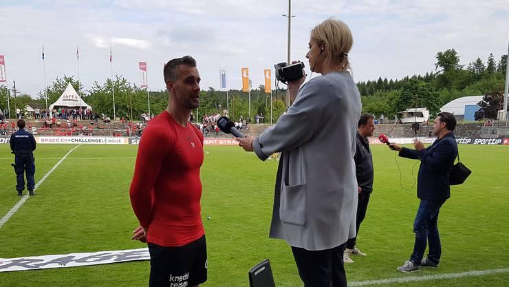Grosser Stürmer erfordern besondere Interview-Massnahmen - Matchwinner S...
