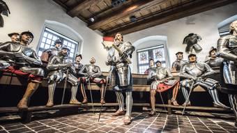 Im Museum Altes Zeughaus wird über die «Faszination Waffen!?» diskutiert.