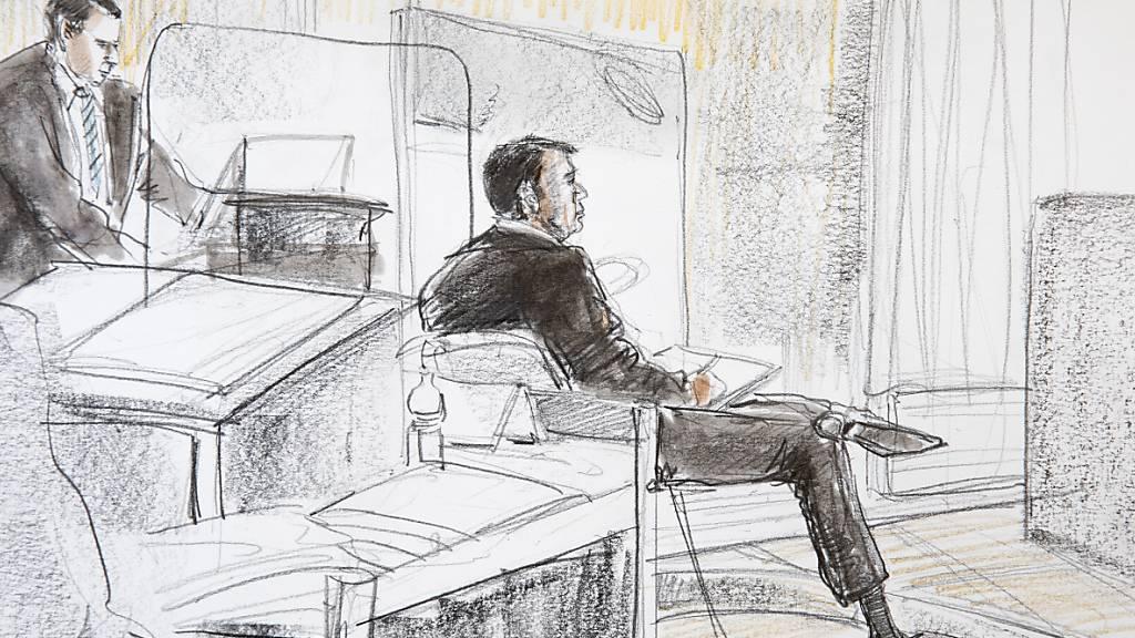 Verteidiger Raffael Ramel (l.) und sein Mandant, der angeklagte Reeder, vor dem Wirtschaftsstrafgericht des Kantons Bern.