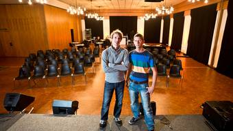 Geschäftsführer Nicolas Legler (links) und Pastor Jan-Micha Schmitter im neuen Eventsaal in Brugg.Chris Iseli