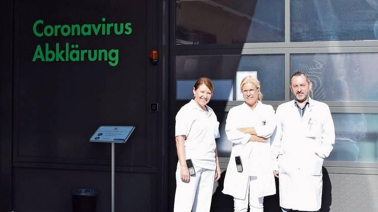 Gabriela Schreiber, Leiterin Notfallpflege, Rita Sager, Leitende Ärztin Notfallmedizin, und Roberto Buonomano, Leiter Infektiologie.