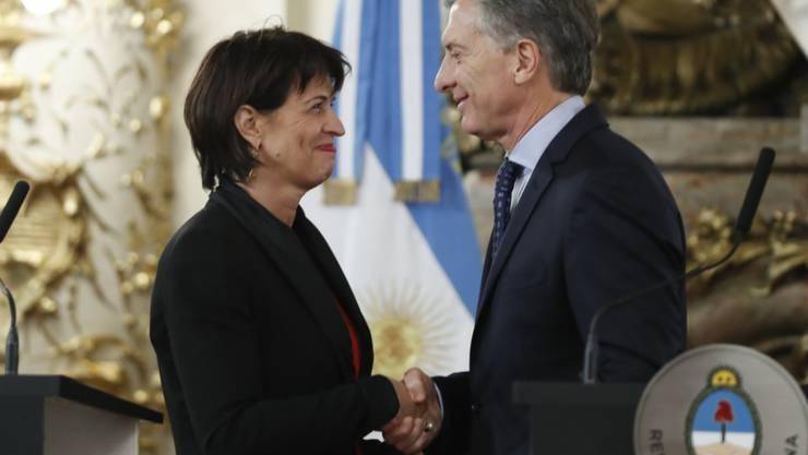 Bundespräsidentin Doris Leuthard beim Empfang durch ihren argentinischen Amtskollegen Mauricio Macri in der Casa Rosada in Buenos Aires.