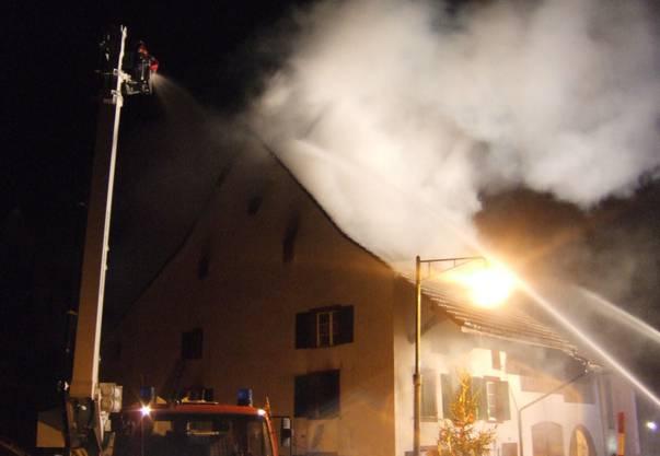 Die Feuerwehr konnte den Brand zwar rasch löschen, doch der entstandene Sachschaden ist enorm.