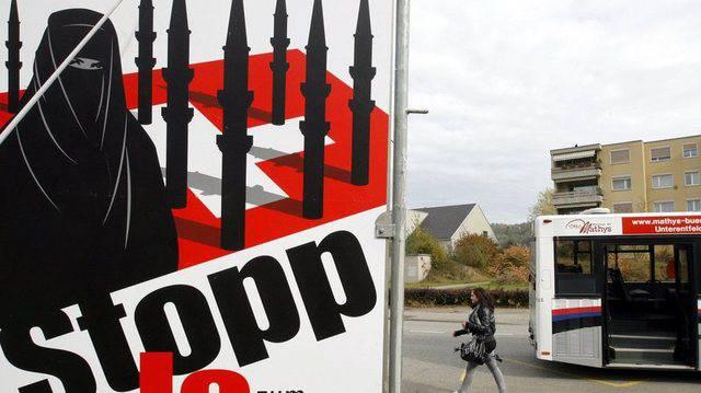 Mit diesem Plakat warb die SVP für ein Ja zum Minarett-Verbot.