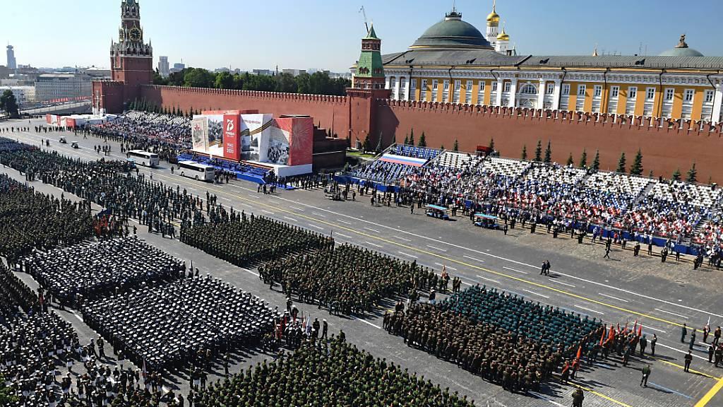 Russlands Militärparade zum Sieg über Hitler-Deutschland gestartet