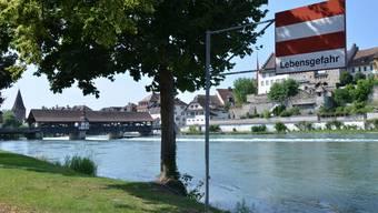 Hier ging der 40-Jährige plötzlich unter: Die Reuss vor der historischen Holzbrücke bei Bremgarten.