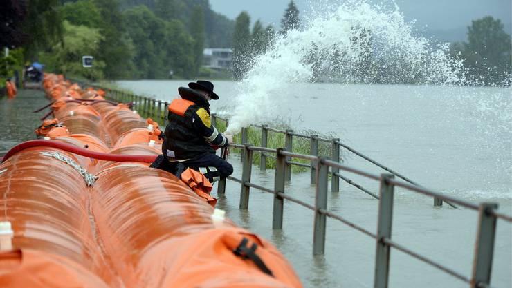 Hochwasser im Juni 2013 in Wallbach: Dank dem Beaver-System konnte Schlimmeres verhindert werden